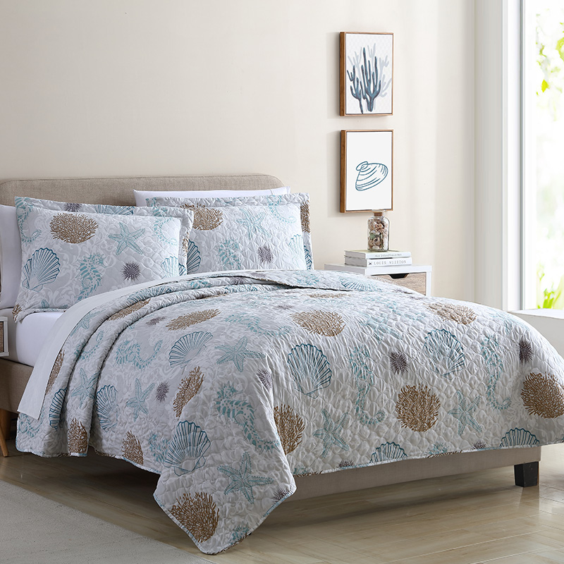 Luxury seashell print quilt