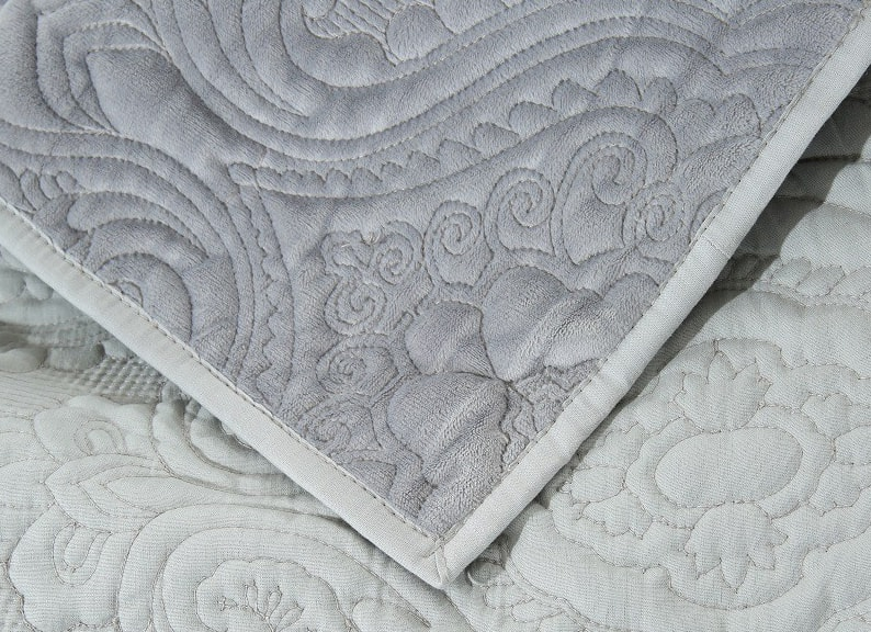 embroidered velvet quilt sets
